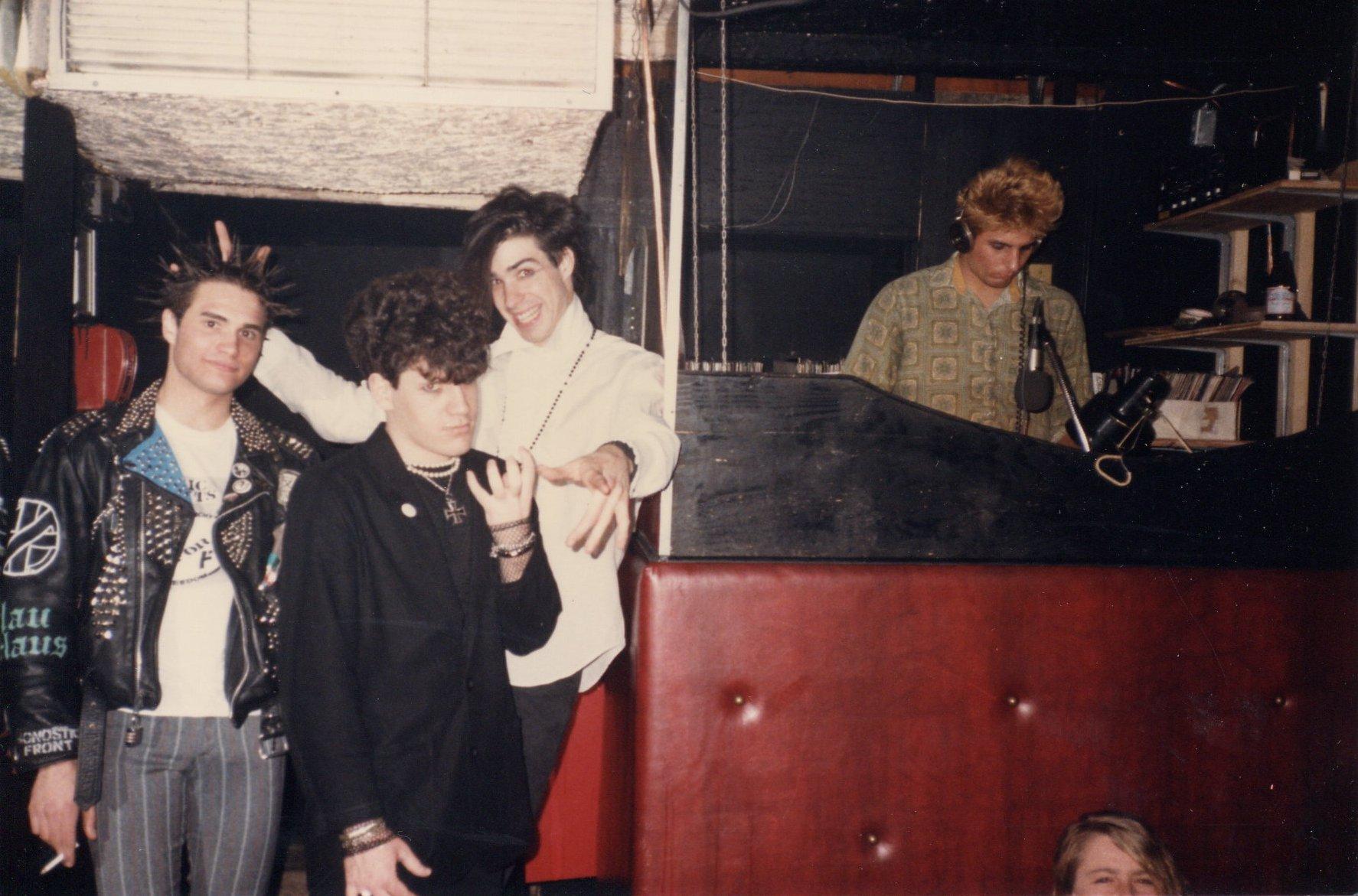 1985-03 d