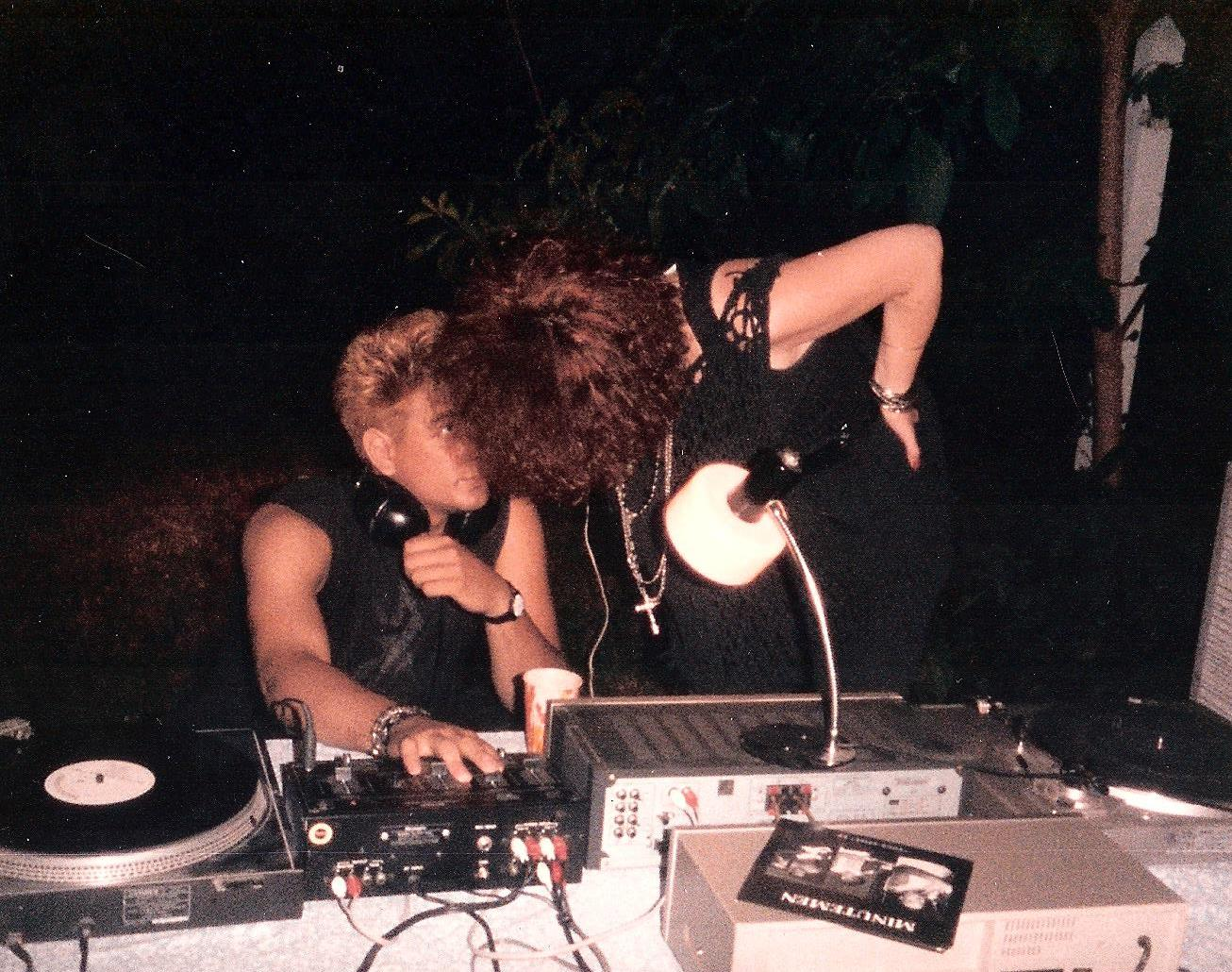 1985-06 e
