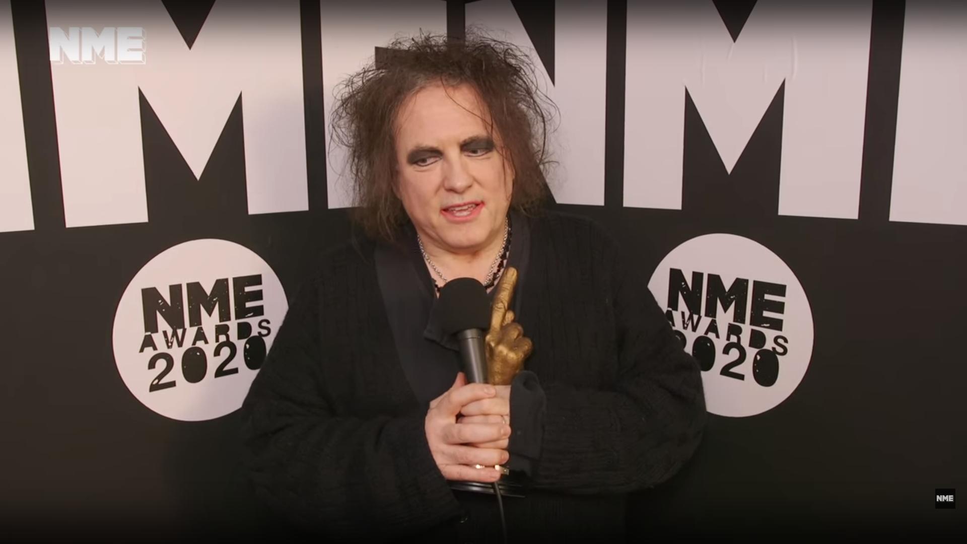 Resultado de imagen de robert smith nme awards 2020